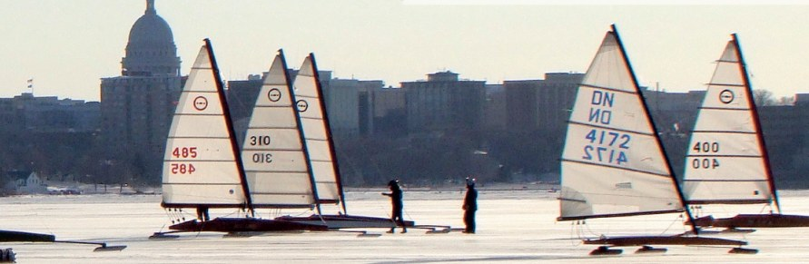 Vild isbådssejlads med 200 km/t